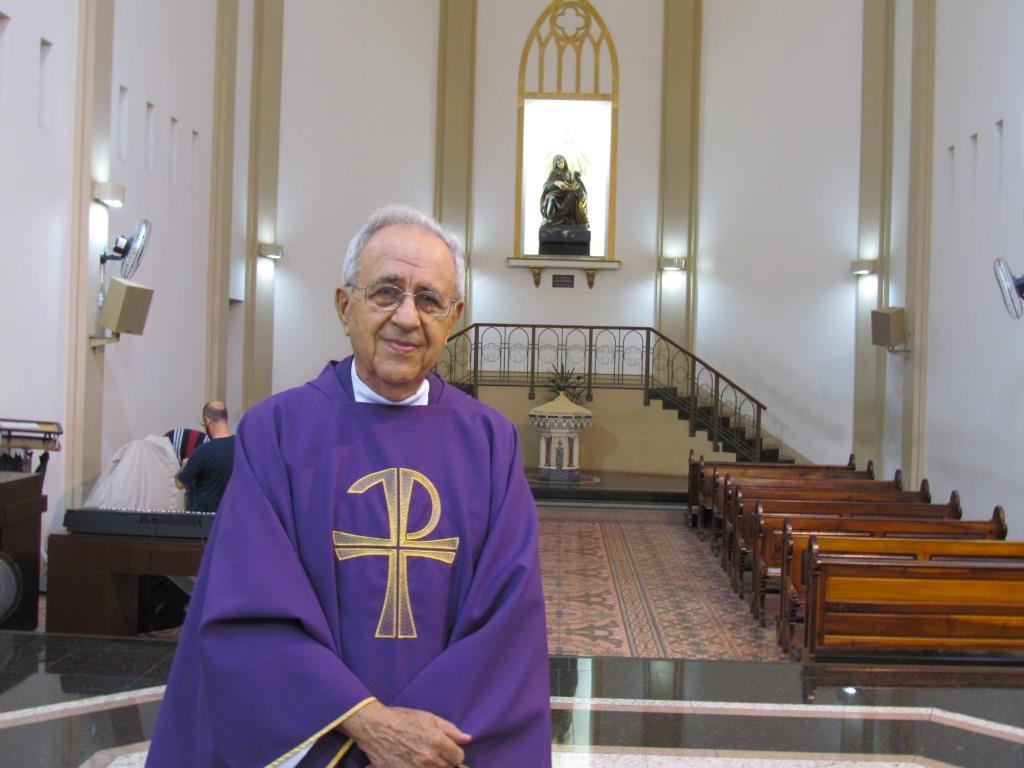 Pe. Marins celebrou 60 anos de vida sacerdotal com Missa na Catedral Sant'Ana