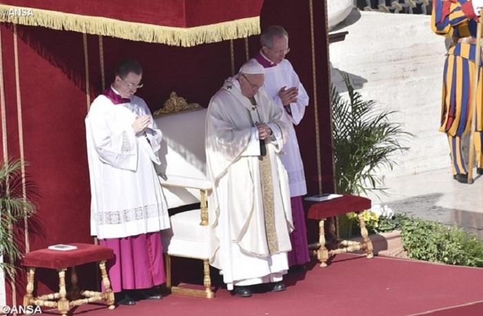 """Apelo do Papa contra pobreza, que """"degrada, ofende e mata"""""""