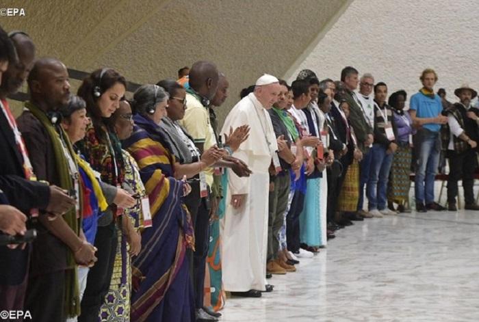 Papa: a vergonha de salvar bancos e não pessoas