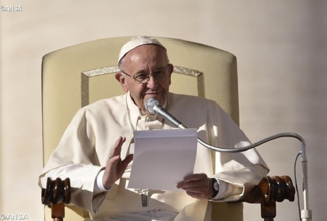 Papa a empresários: corromper é fraudar a democracia