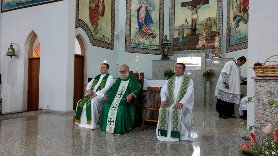 Padre Luis Gustavo assume Paróquia de Arandu