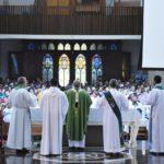 RCC – Botucatu comemora 50 anos do movimento com missa na Catedral