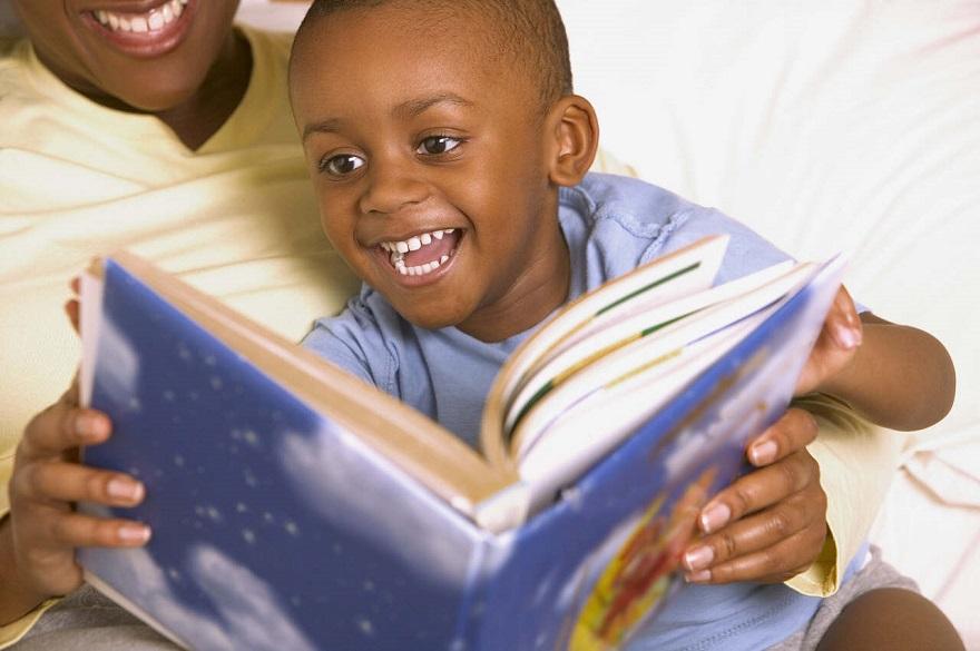 Pedagoga explica importância da leitura durante a infância
