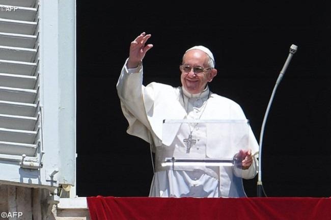 Papa pede que Igreja cuide das crianças e lembra Dia das Mães