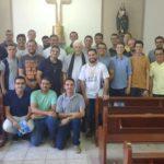 Dom Mauricio confere ordens menores a seminaristas durante convivência