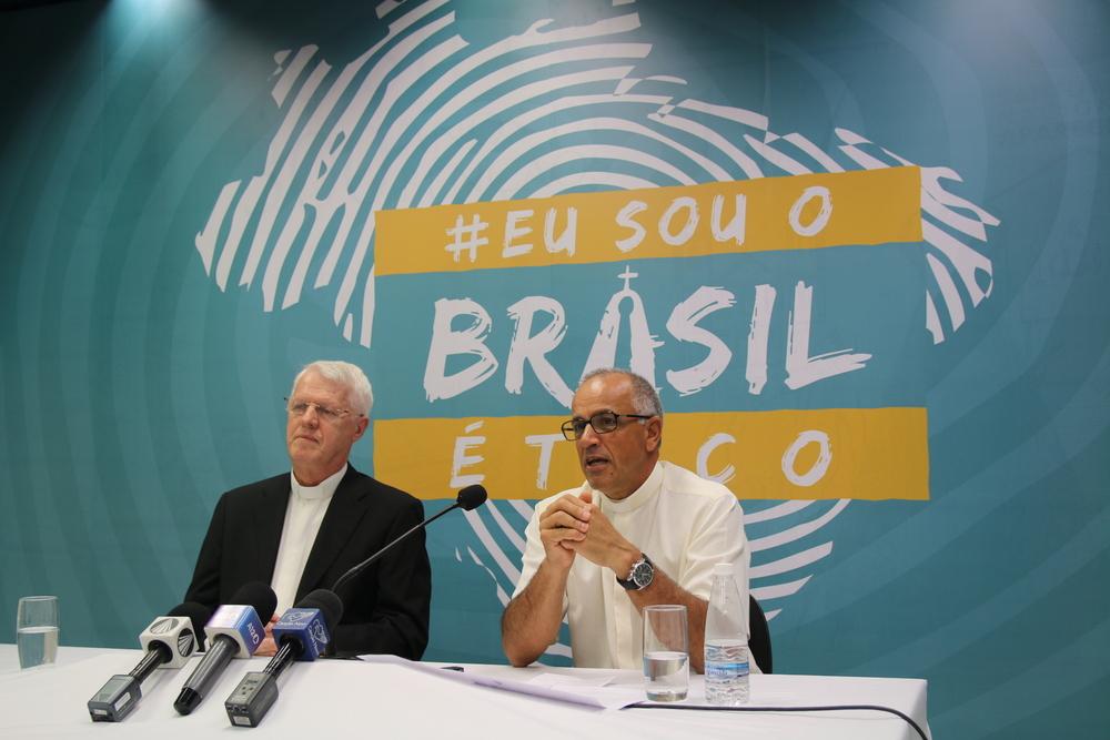 Resultado de imagem para Santuário Nacional pede orações para o Brasil
