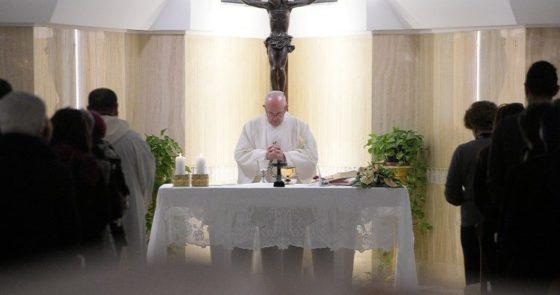 Papa: a maternidade da Igreja se prolonga na maternidade da mulher