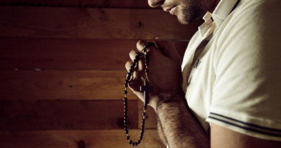 Firmeza, virtudes, fé: entenda como o homem é alicerce na família