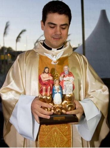 Padre Robson, do Divino Pai Eterno, celebra missa em Lençóis no próximo dia 15