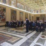 Papa Francisco: ouvir e caminhar com os migrantes.