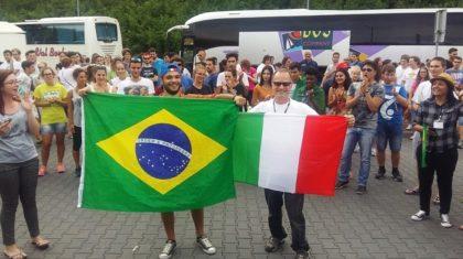 """""""O clima da Jornada é uma coisa de outro mundo"""", diz jovem brasileiro"""