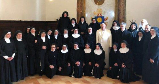 Papa Francisco em Spello visita surpresa ao Mosteiro de Vallegloria