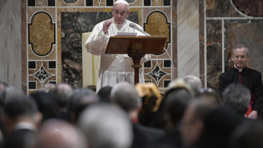 Papa aos diplomatas: nacionalismos não prevaleçam sobre a justiça e o direito