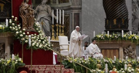 Papa: vida consagrada desabrocha e floresce na Igreja, se se isolar, murcha