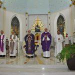 Dom Maurício abençoou as insígnias episcopais de Mons. Carlos