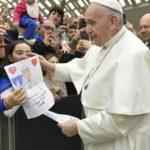 Papa: o milagre da cooperação abre uma brecha no muro da indiferença