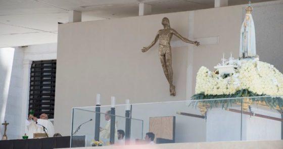 Fátima: adoração, consagração e rosário pela paz no mundo