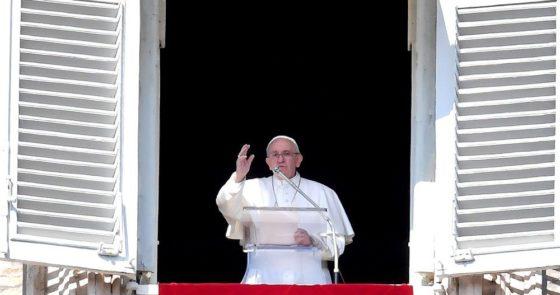 Papa no Angelus: antes de condenar os outros, olhar para dentro de si mesmo