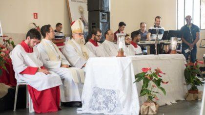 Dom Maurício preside Santa Missa de encerramento de Retiro para Servos da RCC