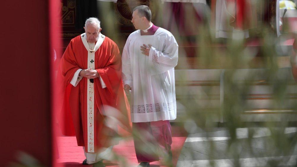 """Papa Francisco aos jovens: vivam a """"Christus vivit"""" e rezem pela paz"""