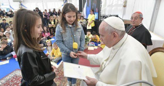 Papa: a Crisma é o sacramento da fortaleza, não do adeus à Igreja