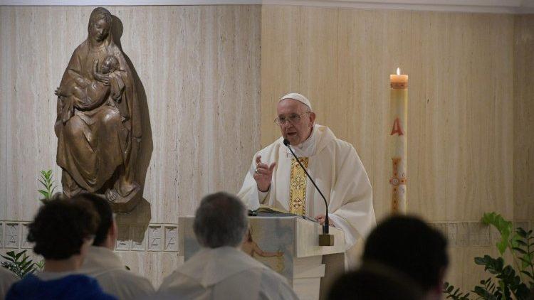 Papa: o pecado envelhece, o Espírito nos torna sempre jovens