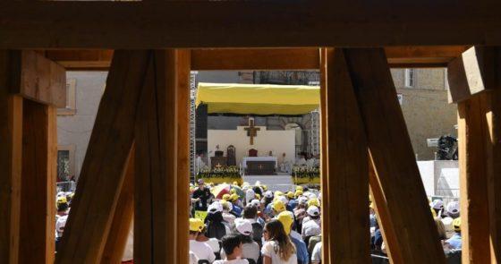 Golfo Pérsico, migrantes, Santos da porta ao lado: o Angelus com o Papa em Camerino