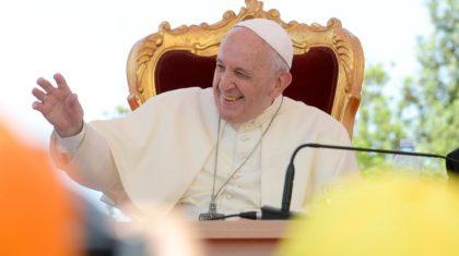 """Em Nápoles, Papa defende um """"Pentecostes teológico"""""""