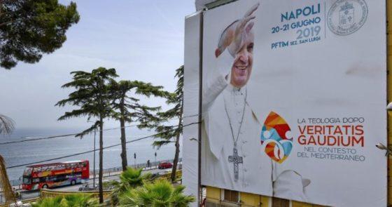 Papa em Nápoles: esperança em contexto complexo
