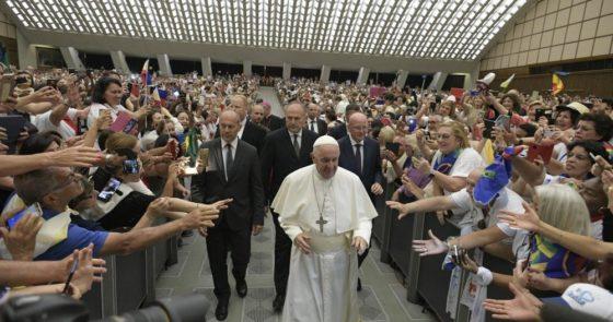 Papa ao Apostolado da Oração: o coração da missão da Igreja é a oração