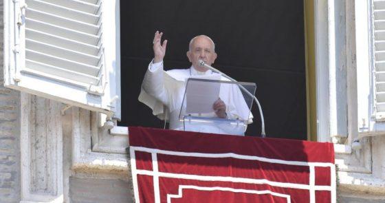No Angelus, o agradecimento do Papa aos arcebispos que receberam o Pálio