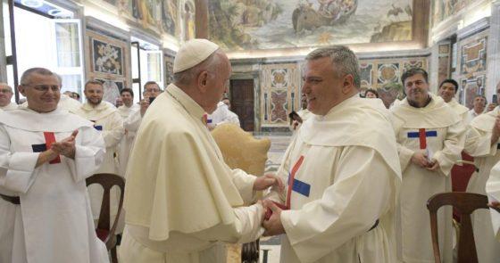 Levar os jovens a Deus, motivação e força de nossa vida religiosa, diz Papa