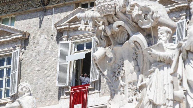 """Papa Angelus: A fé autêntica e madura é capaz de iluminar as muitas """"noites"""" da vida"""