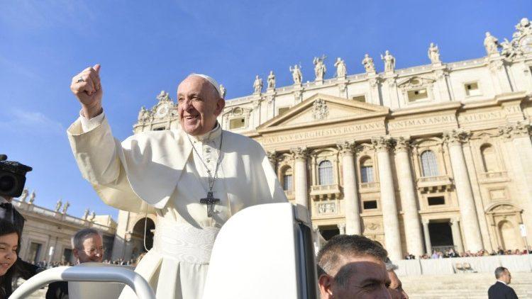 Papa na Audiência: a Igreja não é fortaleza, mas tenda que acolhe todos