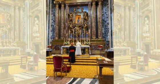 O Papa reza na Santa Maria Maior por sua viagem à Ásia