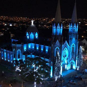 Catedral de Botucatu iluminada por ocasião do Natal