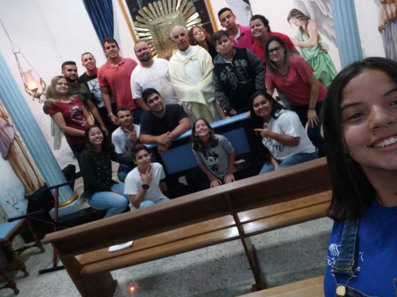 Grupo de jovens Ágape de Pereiras promoveu momento de espiritualidade