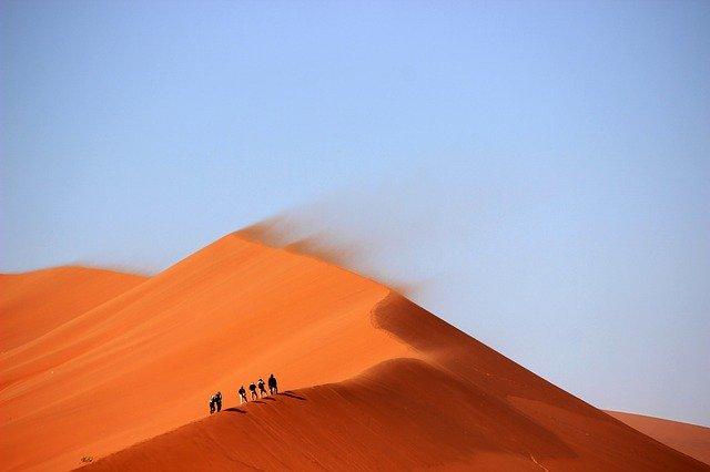 """""""Eu te coloquei no deserto para saber o que havia em teu coração"""""""