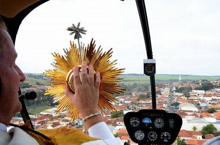 Benção Aérea ocorre hoje, 24, em Botucatu e São Manuel