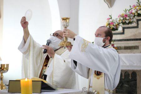 Comunhão: Onze Paróquias se uniram para celebrar Corpus Christi, em Botucatu