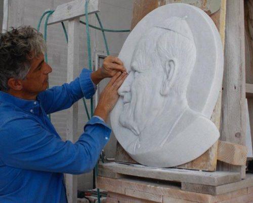 Sorriso e olhar de João Paulo II dão às boas-vindas na Esmolaria Apostólica
