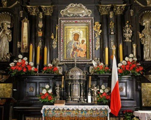 Papa Francisco confia toda a humanidade a Virgem Negra