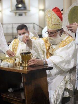 Missa Crismal reuniu Clero da Arquidiocese de Botucatu