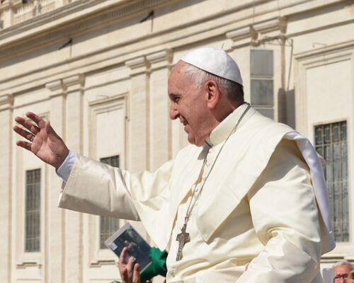 A igreja não pode ser de conservadores e progressistas: o Paráclito impele à unidade e à harmonia nas diversidades, afirma o papa
