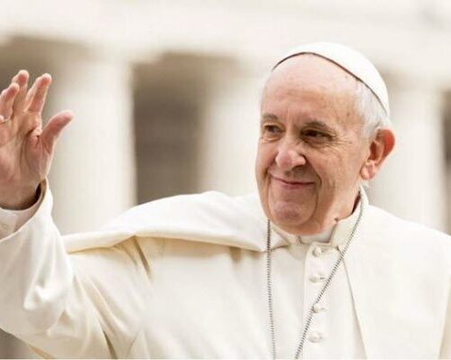 """No domingo da Santíssima Trindade papa afirma: """"Viver a unidade, mesmo na diferença"""""""