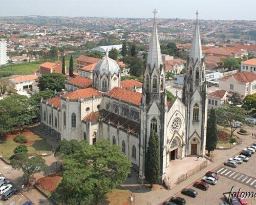 Sant'Ana é a padroeira da Arquidiocese de Botucatu e está presente na história da cidade desde sua criação