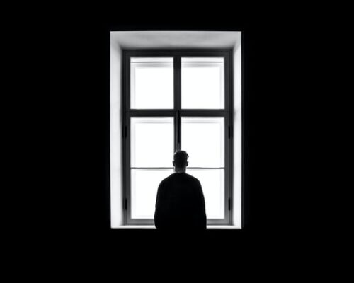 Quando você sofre de solidão, sua fé tem duas opções